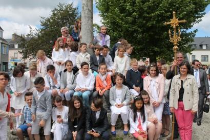 Première communion - Dimanche 24 Mai 2015 Eglise St Pierre de Fouesnant. Célébrant : Père Jarek REDA